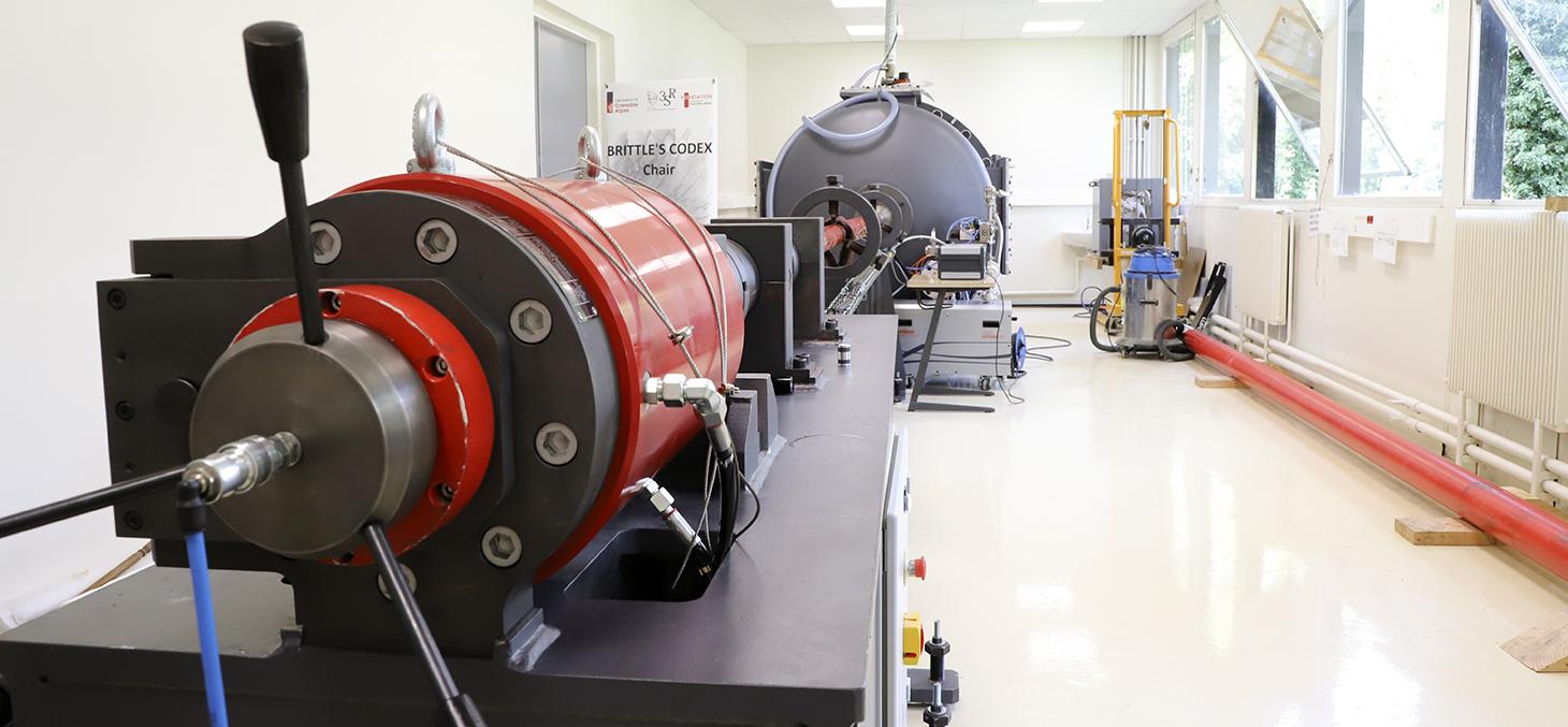 Le lanceur de la Chaire de recherche Brittle's CODEX installé au Laboratoire 3SR / ©DirCom UGA - Thierry Morturier
