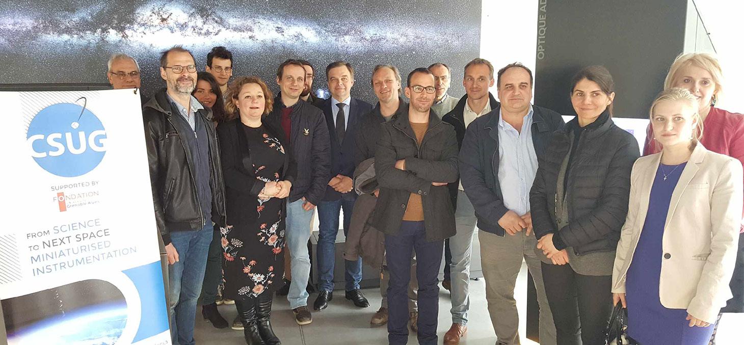 Les membres des équipes de Nicomatic, de la Fondation UGA et du CSUG lors de la visite de l'espace muséographique de l'OSUG. © Fondation UGA
