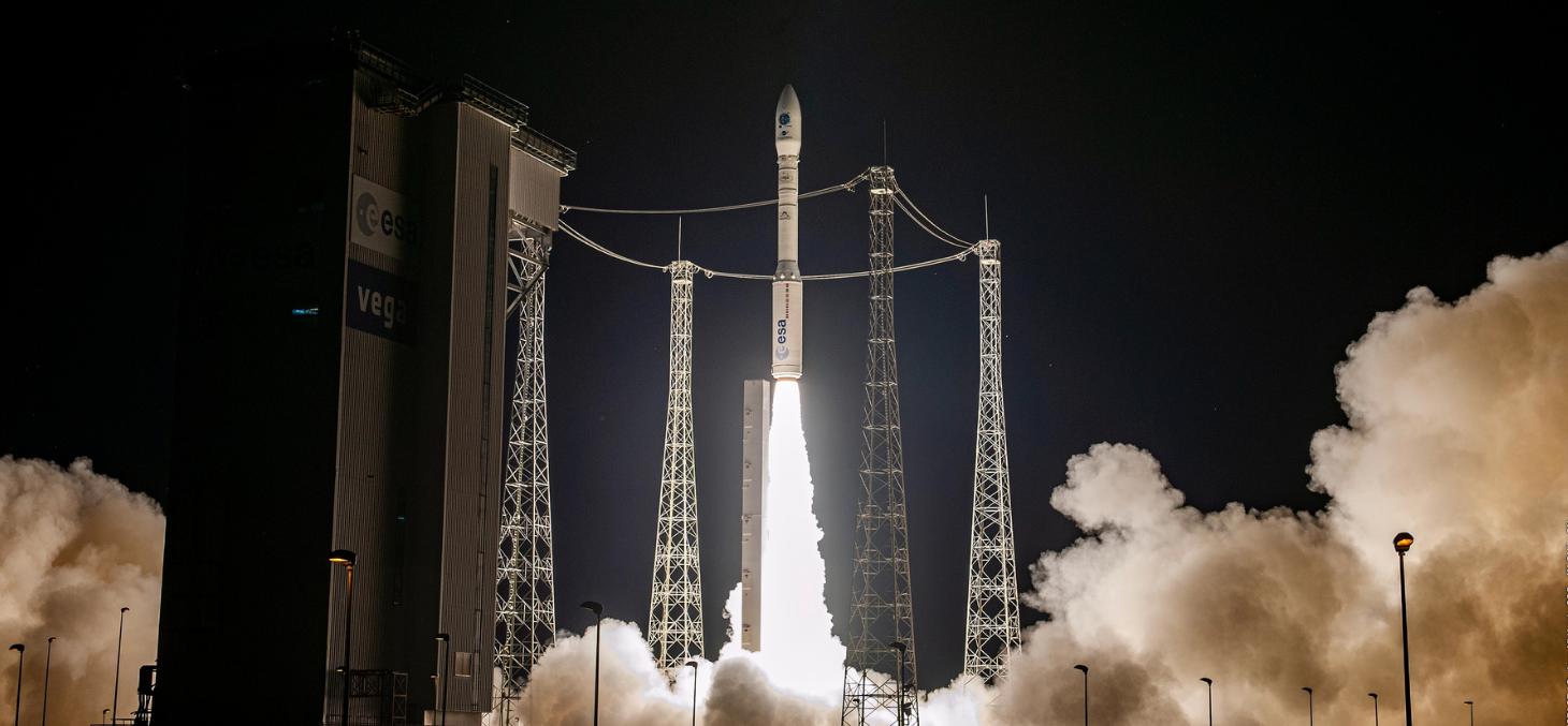Décollage du lanceur Vega VV16 au Centre Spatial Guyanais, qui a mis sur orbite le nanosatellite AmiCal Sat du CSUG le 3 septembre 2020 © CNES/ESA/Arianespace/Optique Vidéo CSG/JM Guillon, 2020