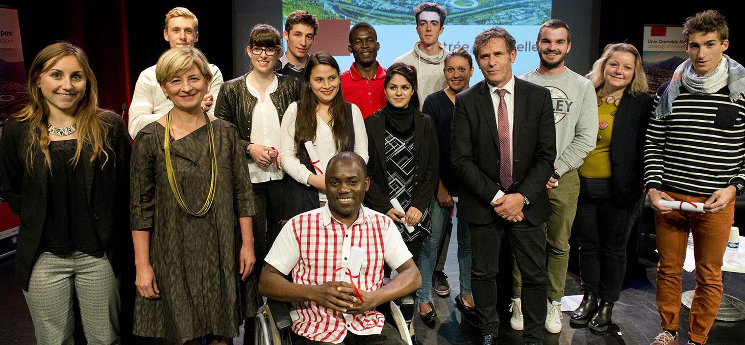 L'équipe de la Fondation UGA et son Président Patrick Lévy aux côtés des étudiants boursiers de la rentrée 2017 © François Henri